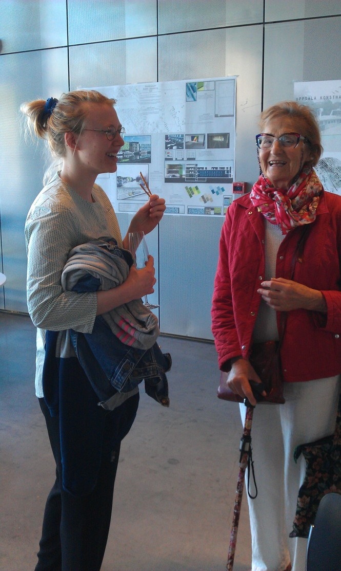 Johanna Romdahl Stjernquist, förslagställare, samtalar med Margareta Hedén-Chami, KHN